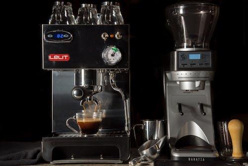 Foto profissional grátis de adulterar, café, café espresso, caneca transparente