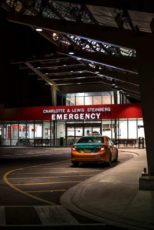 Foto profissional grátis de emergência, hospital, noite, táxi