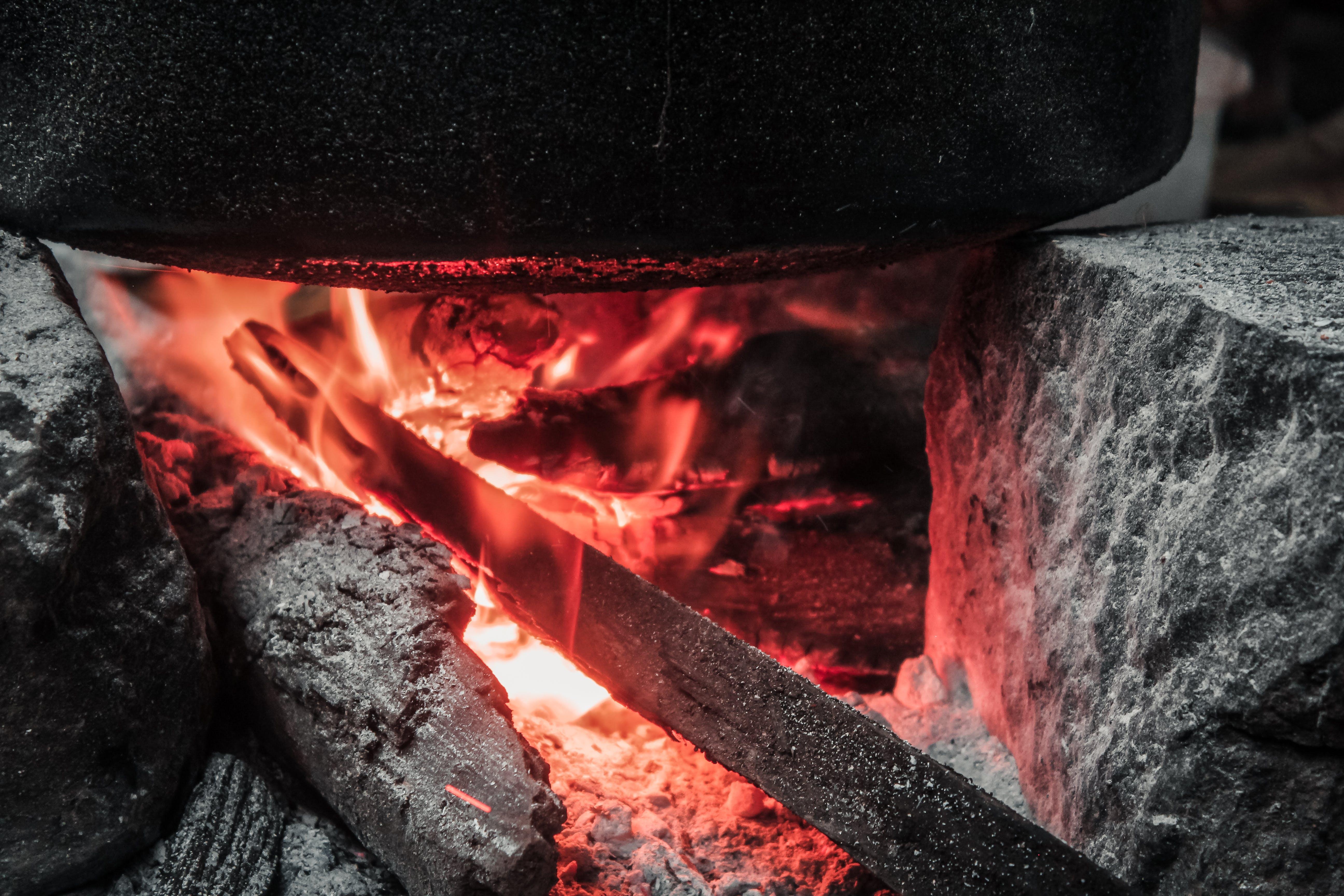 Fotobanka sbezplatnými fotkami na tému atraktívny, čierna, dobrodružstvo, drevo na oheň