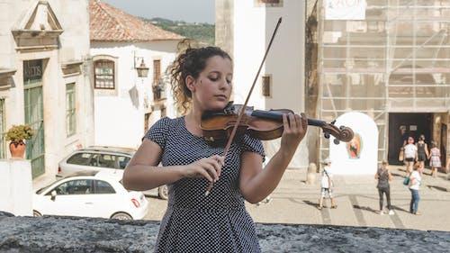 genç, Kadın, müzik, müzisyen içeren Ücretsiz stok fotoğraf
