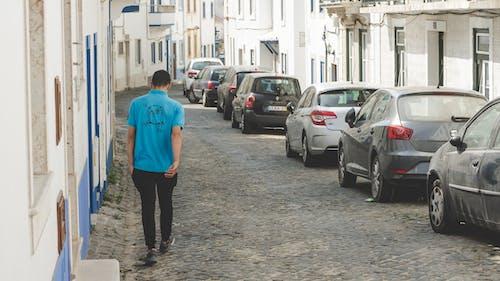 arabalar, erkek çocuk, genç, işçi içeren Ücretsiz stok fotoğraf