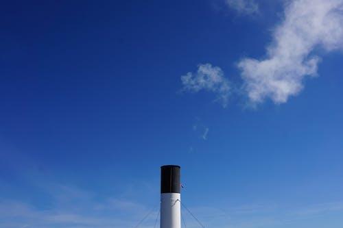 Kostenloses Stock Foto zu blauer himmel, dampf, schornstein