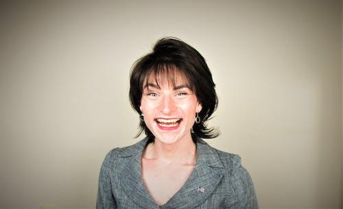 Δωρεάν στοκ φωτογραφιών με γυναίκα, μελαχρινός, χαμόγελο