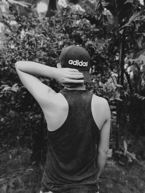 Безкоштовне стокове фото на тему «білий, житель Азії, капелюх, людина»