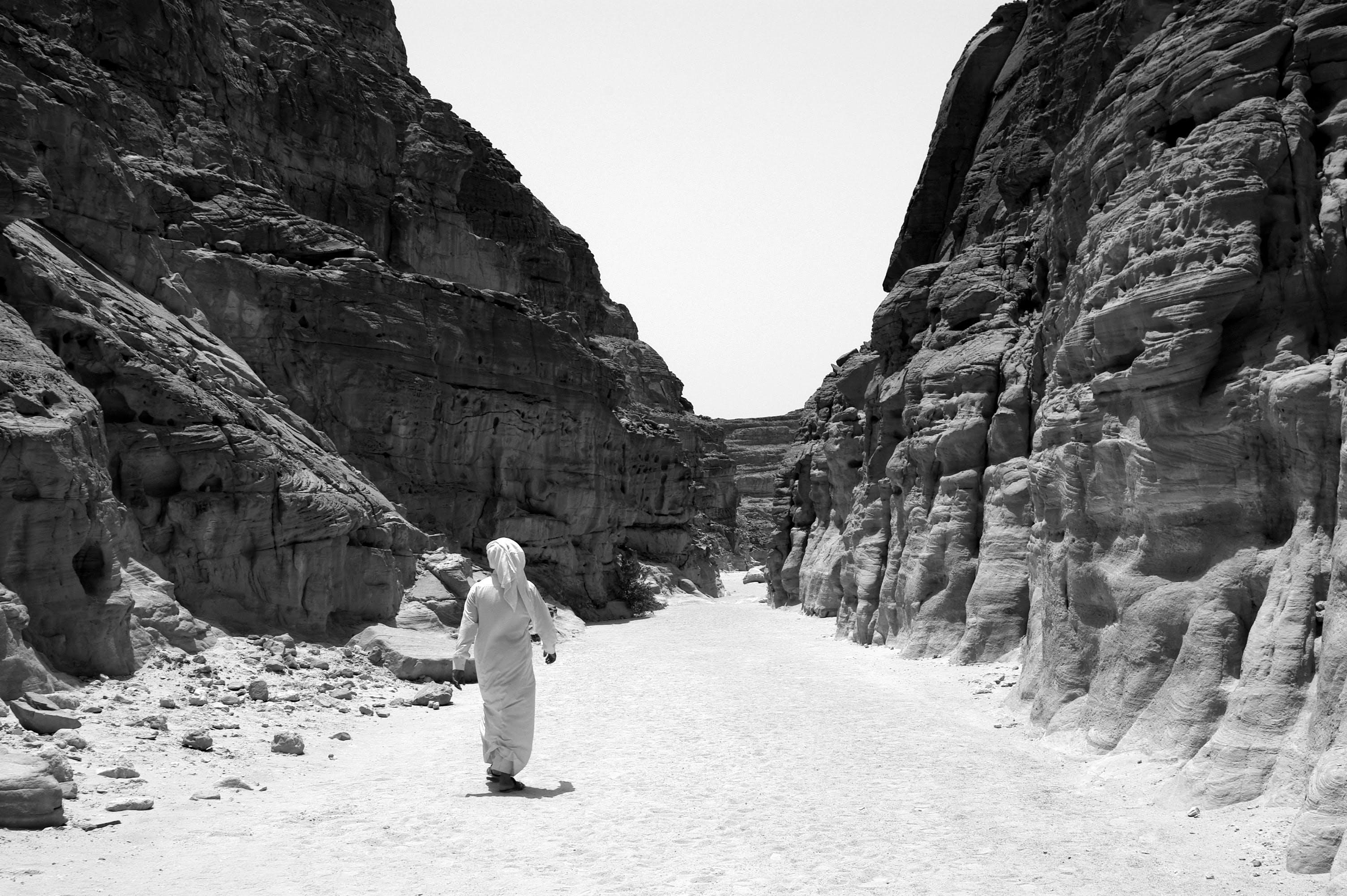 Free stock photo of black and white, desert, Egyptian man, walking