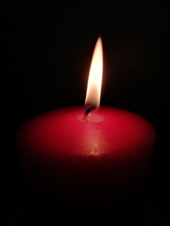 světlo a stín, světlo svíčky, teplé oblečení