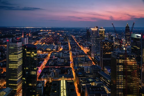Foto profissional grátis de aéreo, ao ar livre, arquitetura, cair da noite