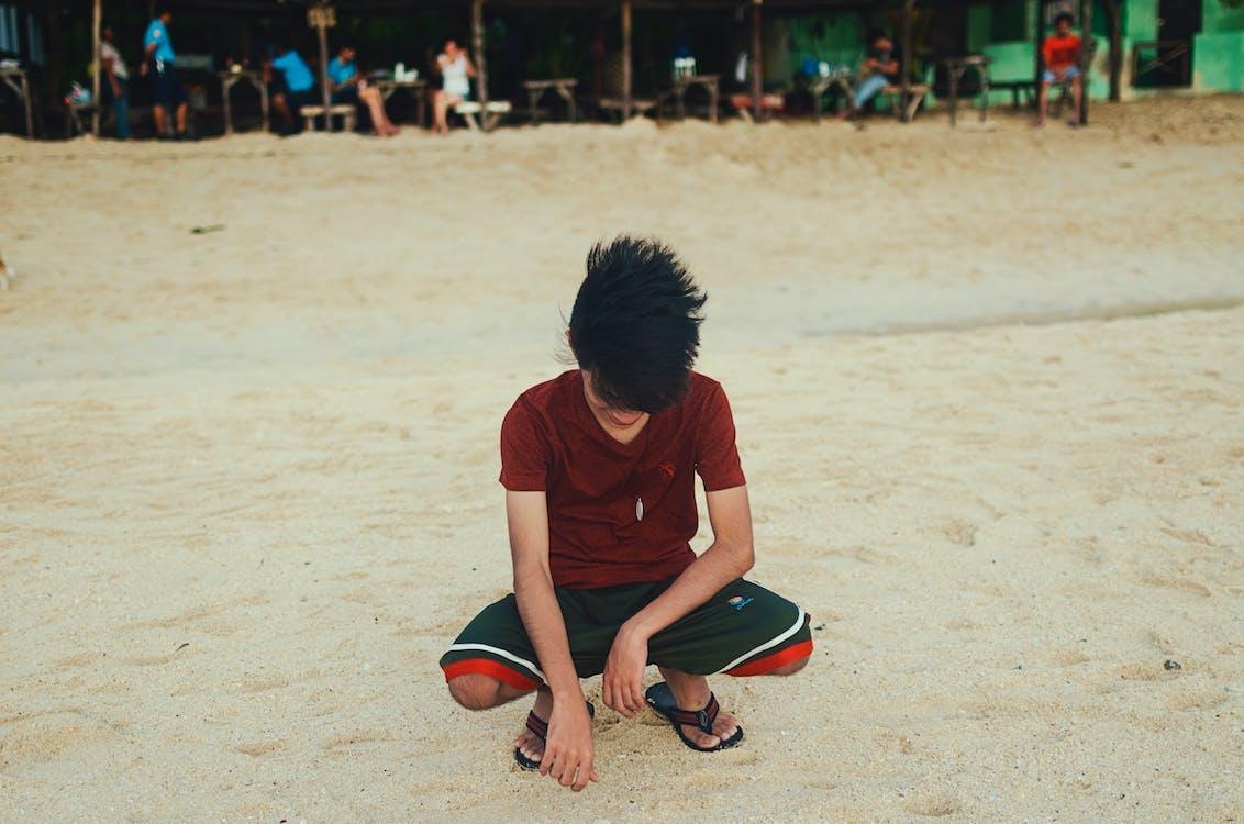 písek, pláž, squat
