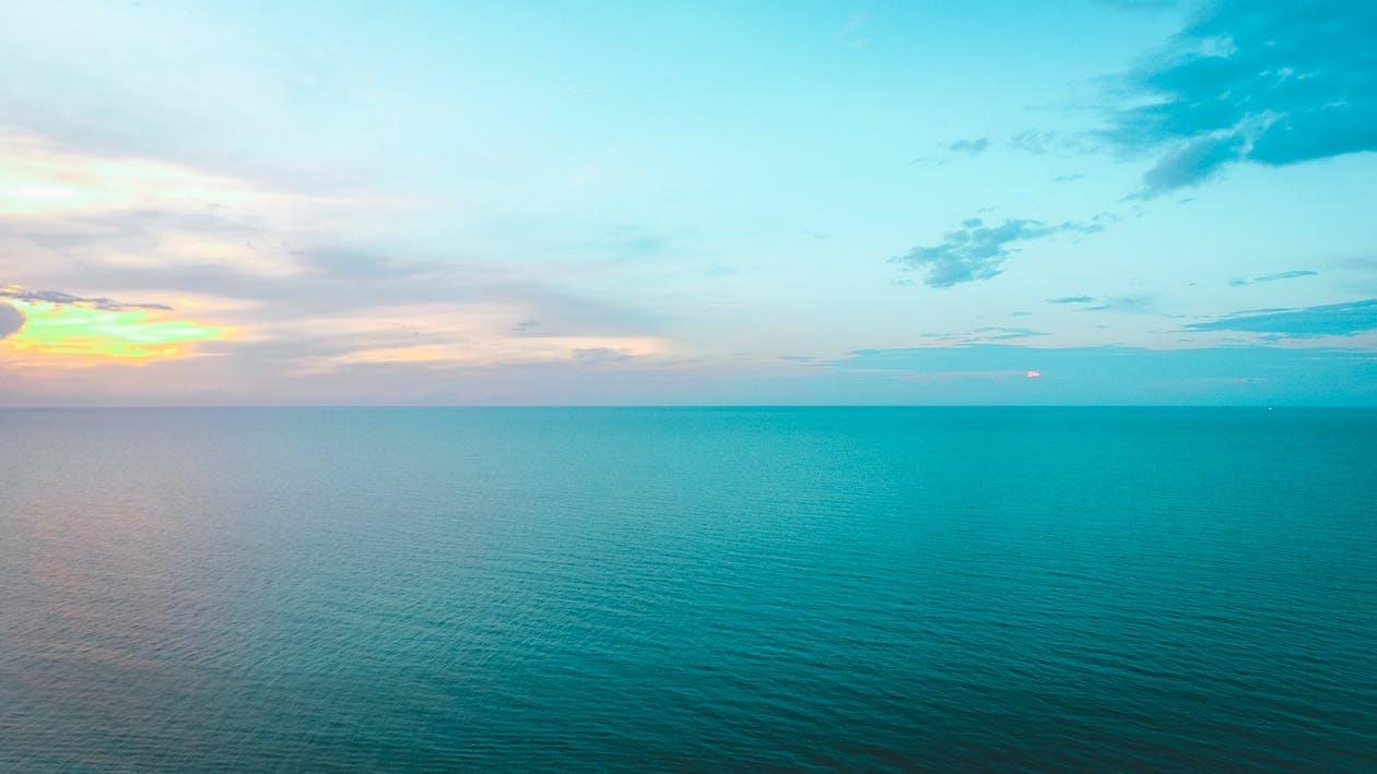 ชายหาด, ตะวันลับฟ้า, ทะเล