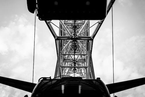 Základová fotografie zdarma na téma černobílá, kov, moderní, obloha