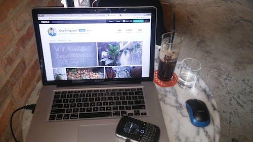 Бесплатное стоковое фото с blackberry, macbook pro, pexels, бесплатные фото