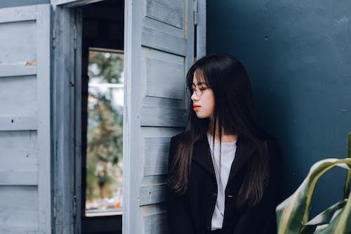 Бесплатное стоковое фото с азиатка, Азиатская девушка, Взрослый, дверь