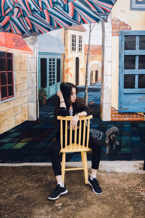 Gratis lagerfoto af arkitektur, asiatisk kvinde, Asiatisk pige, bygning