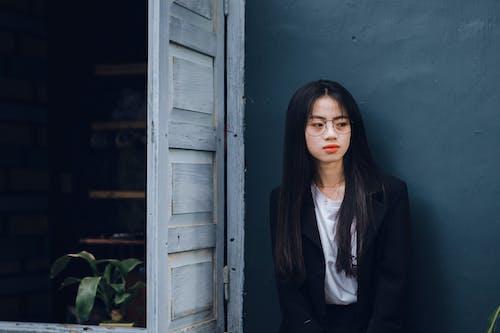 açık, aşındırmak, aşınmak, Asyalı kadın içeren Ücretsiz stok fotoğraf