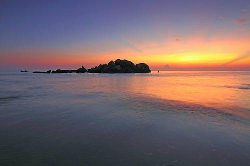 Foto profissional grátis de água, alvorecer, beira-mar, cair da noite