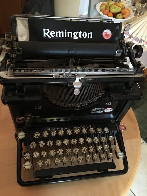 Foto d'estoc gratuïta de màquina d'escriure