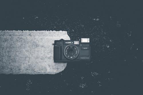 Kostenloses Stock Foto zu fotografie, kamera, schwarz und weiß, schwarzweiß