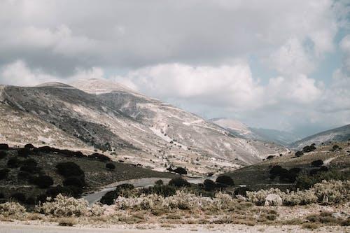 Foto d'estoc gratuïta de cel, llum del dia, muntanya, natura