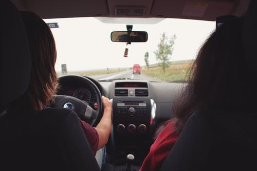 Foto profissional grátis de automóvel, condutor, conduzir, mulheres