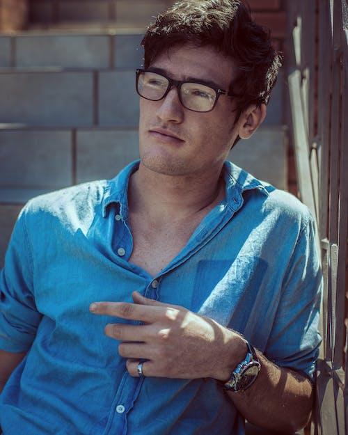Gratis lagerfoto af armbåndsur, briller, Dreng, flot