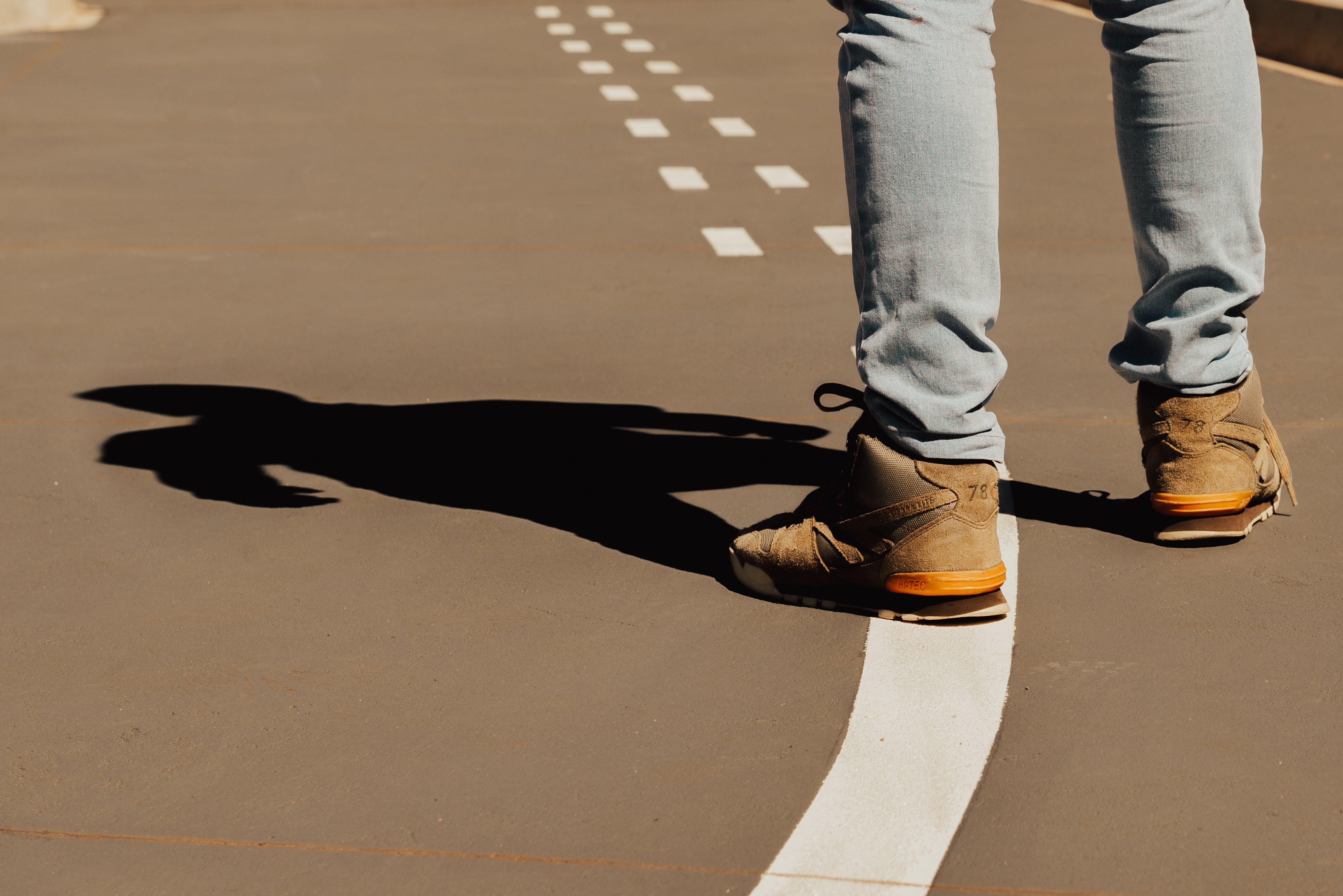 거리, 그림자, 남자, 레인의 무료 스톡 사진