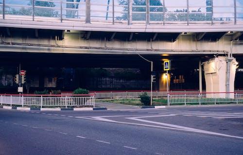 Δωρεάν στοκ φωτογραφιών με αδειάζω, αρχιτεκτονική, γέφυρα, δρόμος