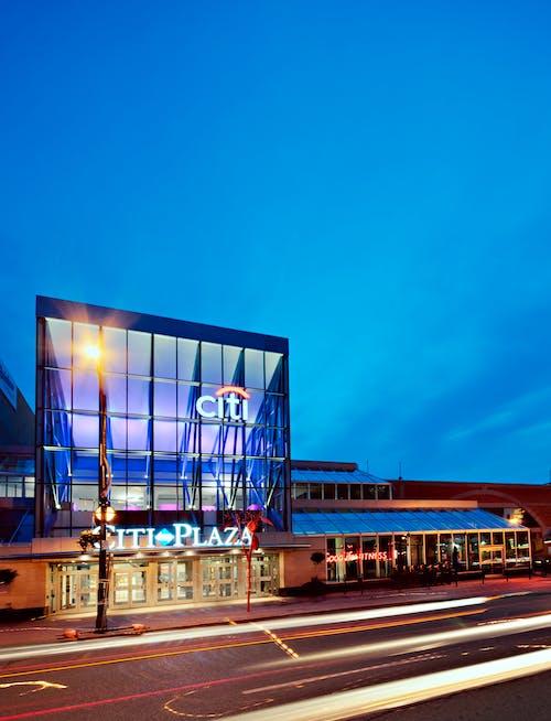Gratis stockfoto met architectonisch, belicht, gebouwen, lampen