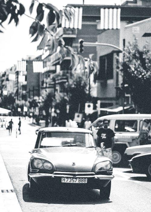 Ingyenes stockfotó autó, autóipar, emberek, fekete-fehér témában