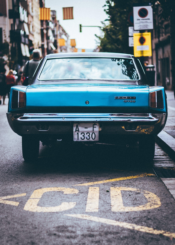 Kostenloses Stock Foto zu asphalt, ausweichen, auto, automobil