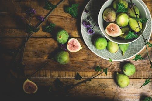 Frutti Di Guava Affettati Sul Tavolo