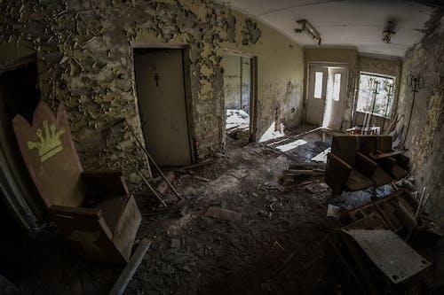 Gratis stockfoto met achtergelaten, binnen, daglicht, deprimerend