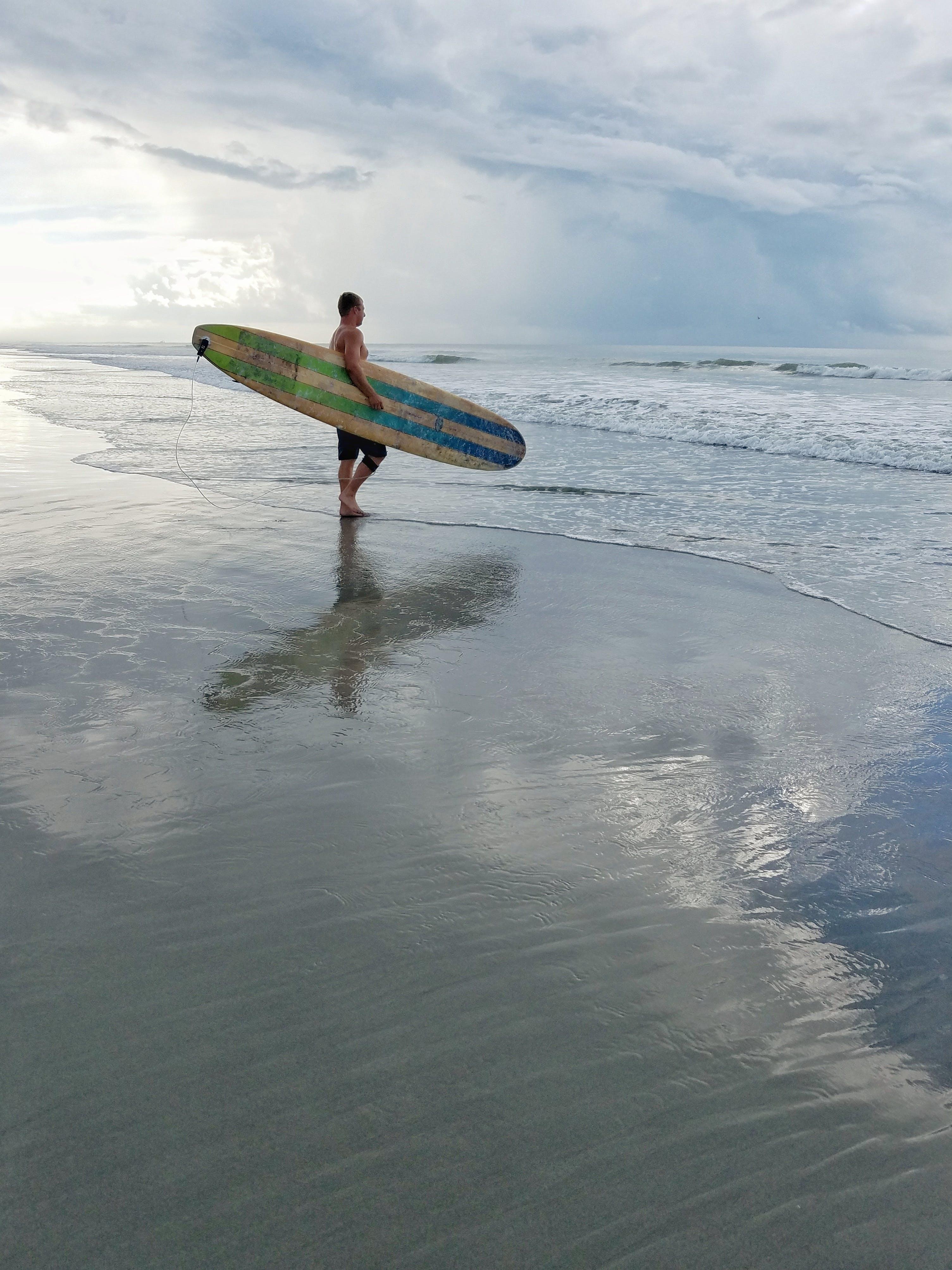adam, boş zaman, dalga, deniz içeren Ücretsiz stok fotoğraf