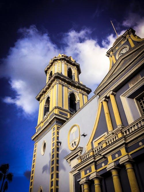 Бесплатное стоковое фото с здание церкви, колониальный, мексика, небо