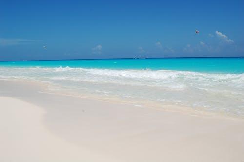 晴天, 晶瑩剔透, 水, 海灘 的 免费素材照片