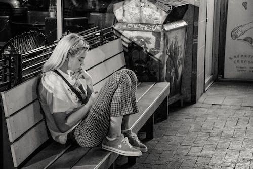 Бесплатное стоковое фото с женщина, одиночество, сиденье, Скамейка