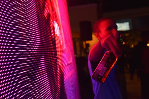 Бесплатное стоковое фото с бутылка, вечеринка, мужчина, ночная жизнь