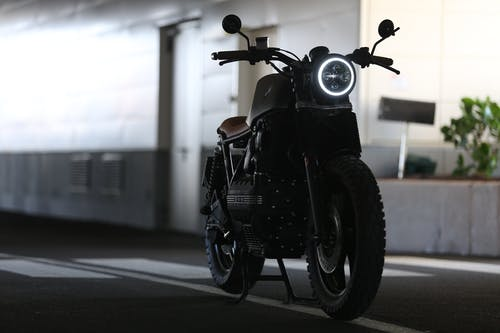 Immagine gratuita di automotive, bmw k100, caféu racer, concentrarsi