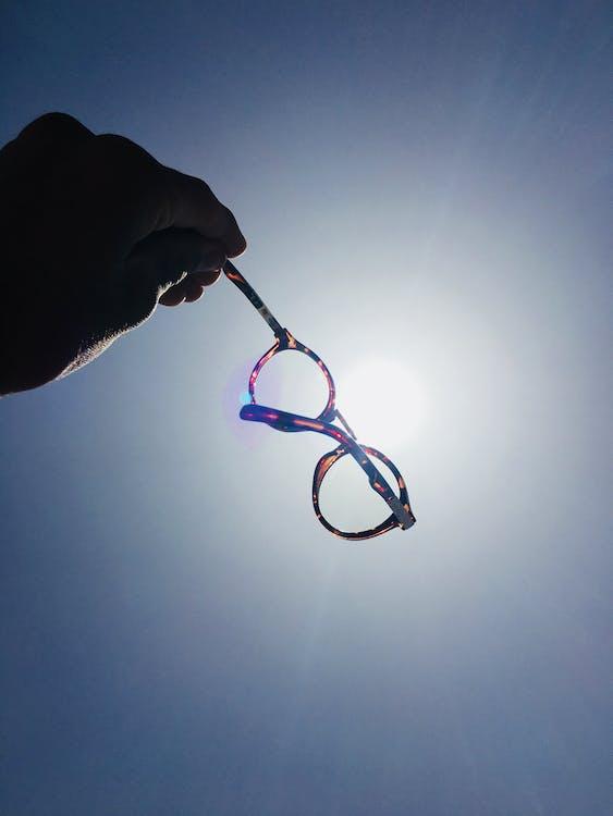 brillen, hand, iemand