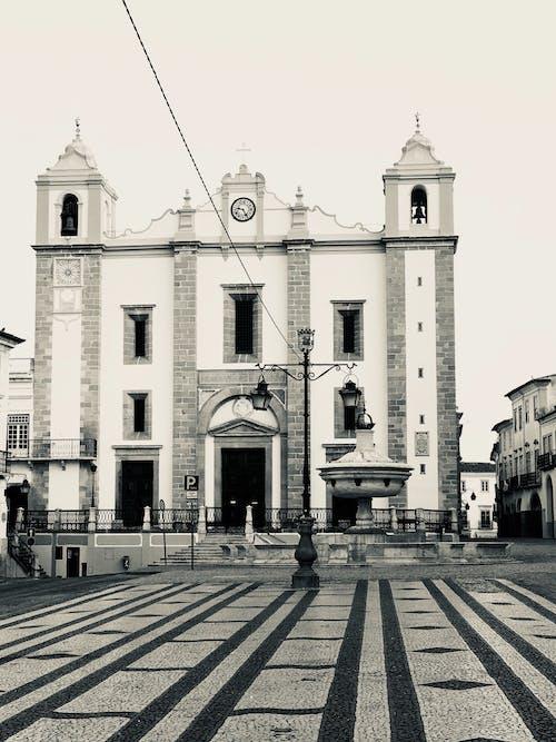 Immagine gratuita di architettura, bianco e nero, centro storico, chiesa