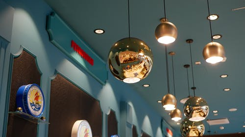 Kostenloses Stock Foto zu blau, gold-gelb, licht, restaurant