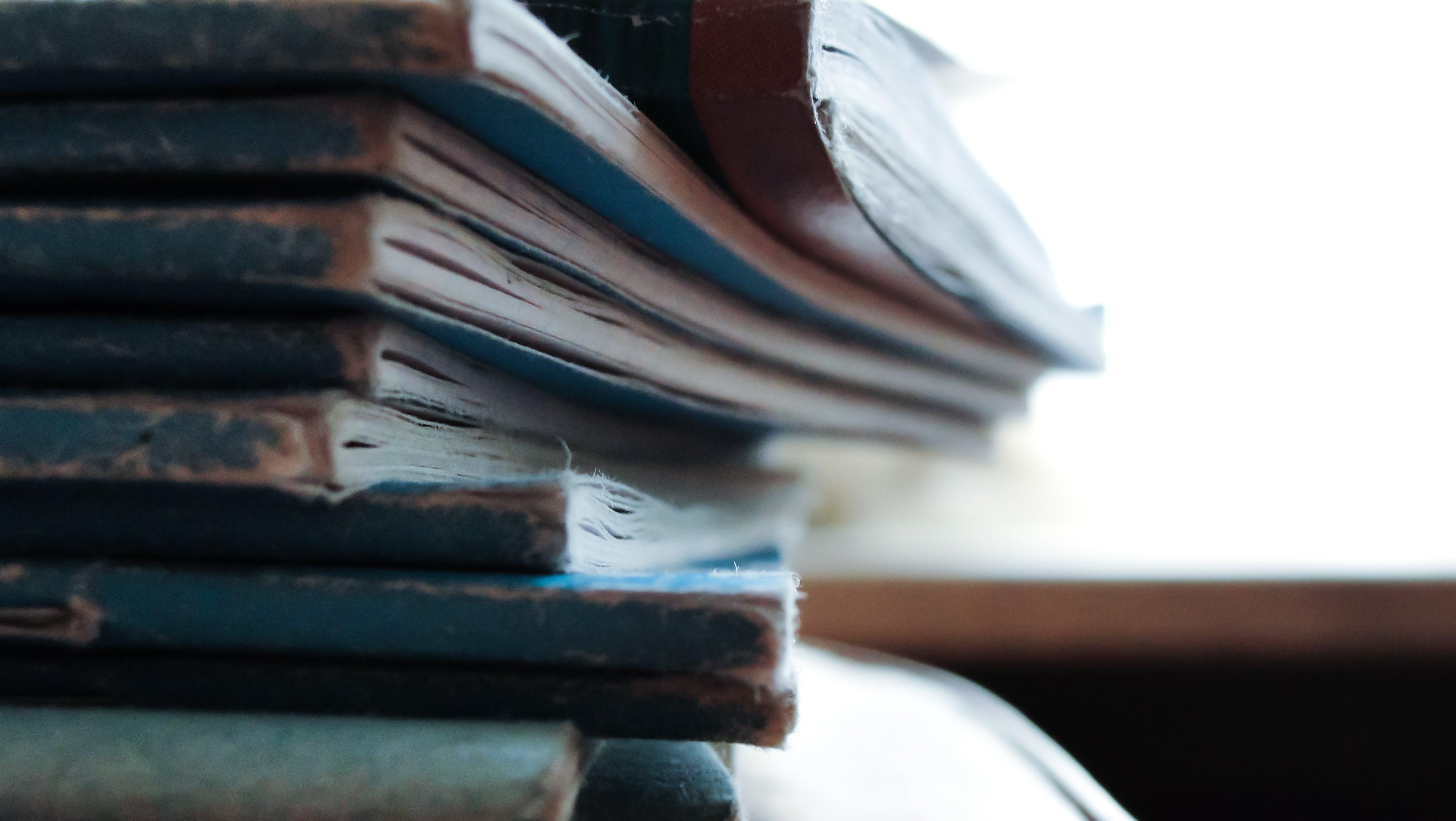 Kostenloses Stock Foto zu bücher, stapel, lesen, notebooks
