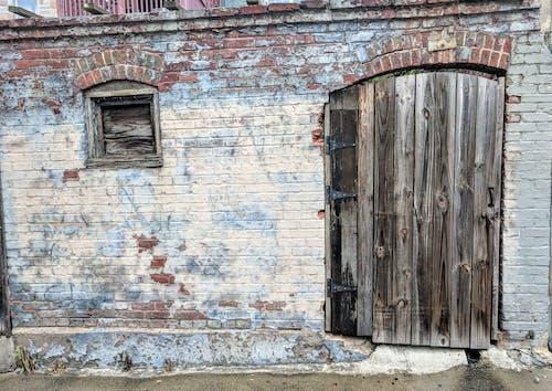 Fotobanka sbezplatnými fotkami na tému dvere, stena, tehla, vidiecky