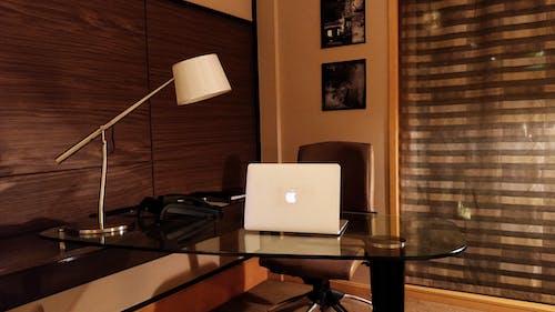 Бесплатное стоковое фото с macbook air, блоггер, ведение блога, гаджеты