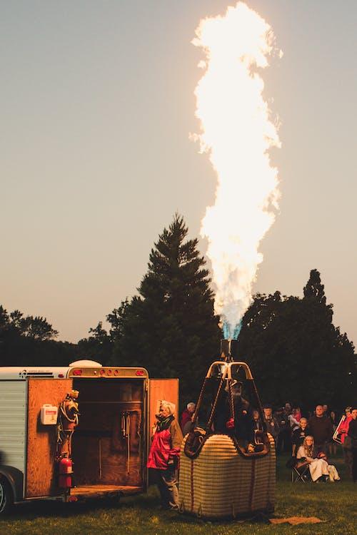Foto stok gratis api, balon udara, kerumunan orang, lansekap