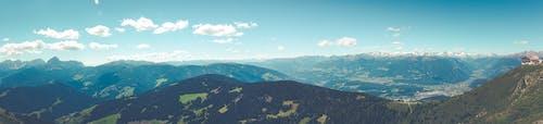 açık hava, ağaç, ağaçlar, dağ silsilesi içeren Ücretsiz stok fotoğraf