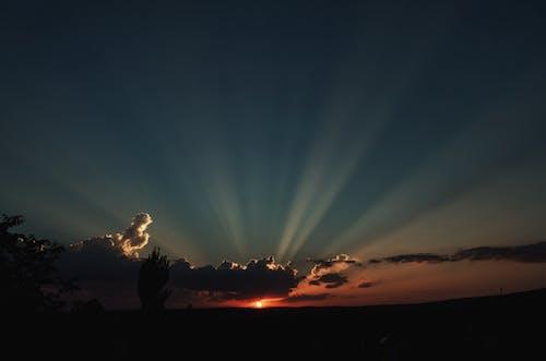 Δωρεάν στοκ φωτογραφιών με δύση του ηλίου, ηλιακό φως, σύννεφα