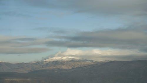 Δωρεάν στοκ φωτογραφιών με βουνό, σύννεφα
