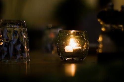 光, 玻璃, 蠟燭, 高腳杯 的 免費圖庫相片