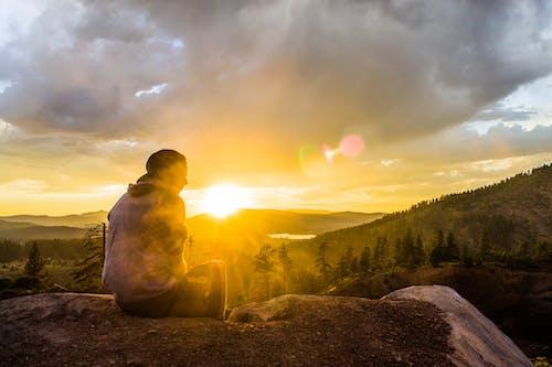 Ilmainen kuvapankkikuva tunnisteilla auringonlasku, aurinko, ilta-aurinko, istuminen