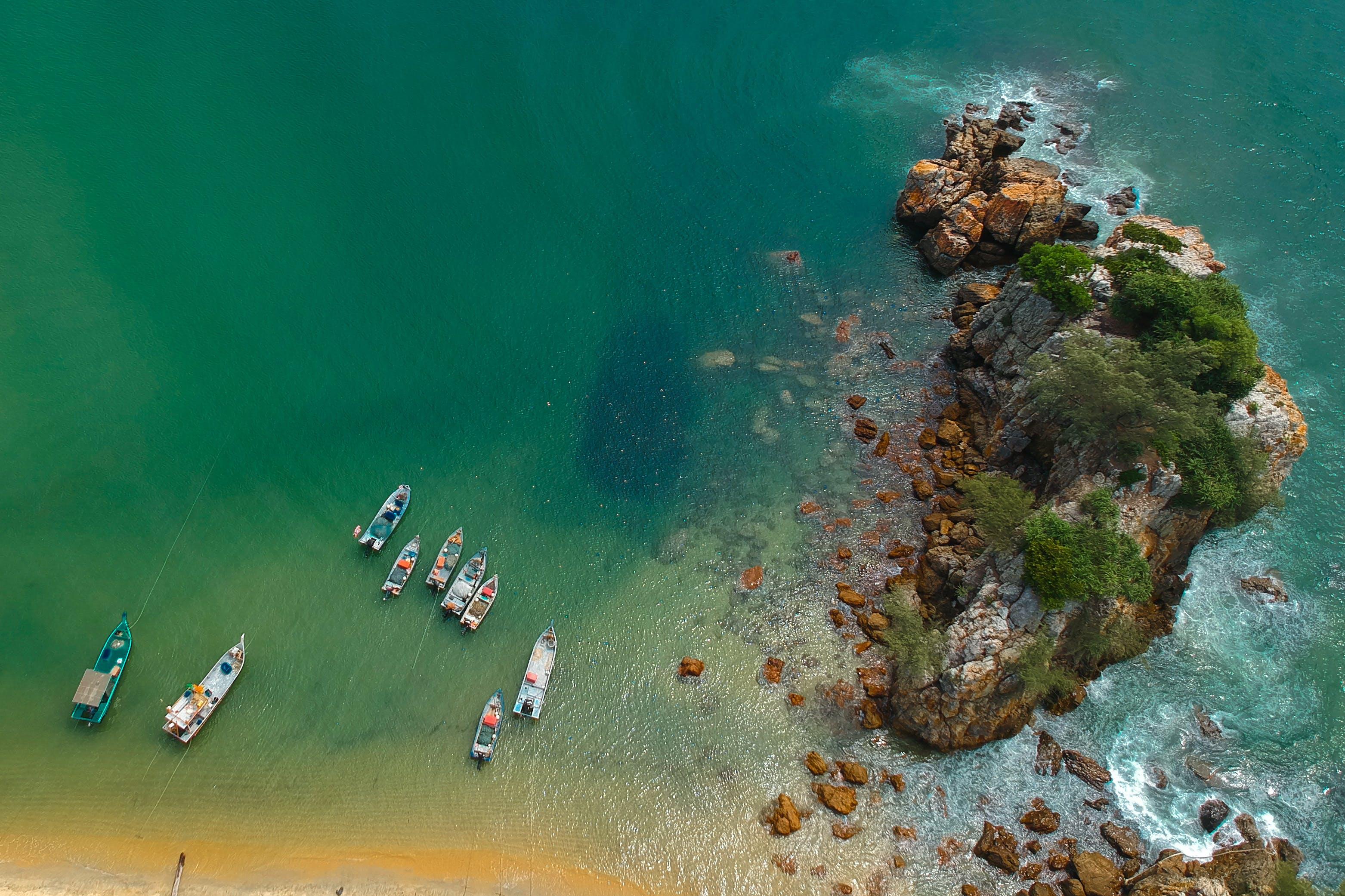 Základová fotografie zdarma na téma čluny, denní, kameny, krajina
